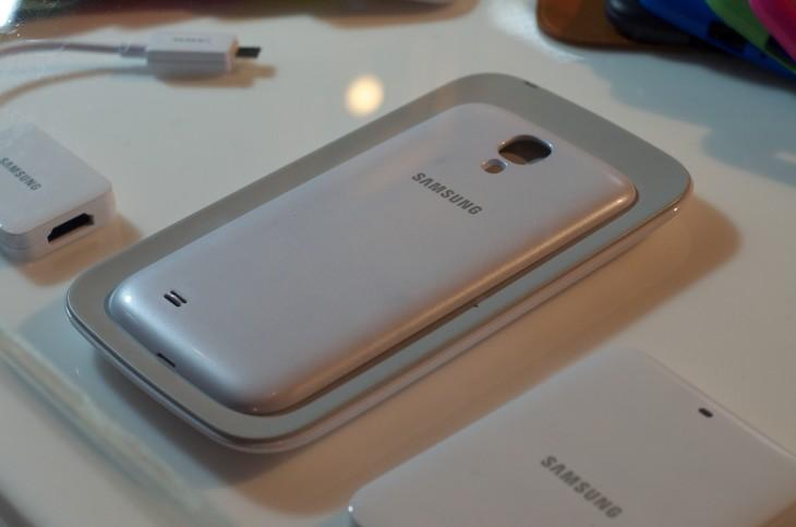 Le kit de chargeur sans fil du Samsung Galaxy S4 aperçu sur des photos pourrait être offert comme un accessoire