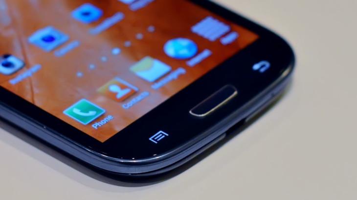 Le Samsung Galaxy S4 bientôt compatible avec le QI (transmission d'énergie sans fil).