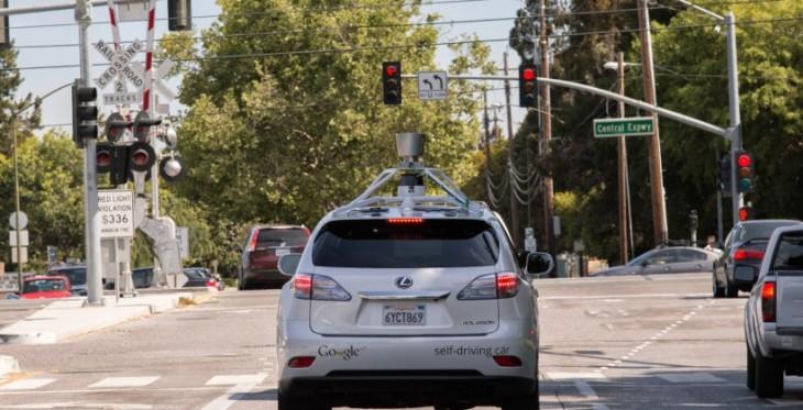 Les voitures automatiques de Google débarquent dans les rues encombrées des villes