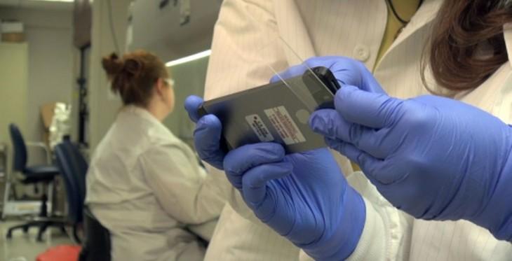 Le Smartphone Microscope utilise une sphère de verre pour sa lentille