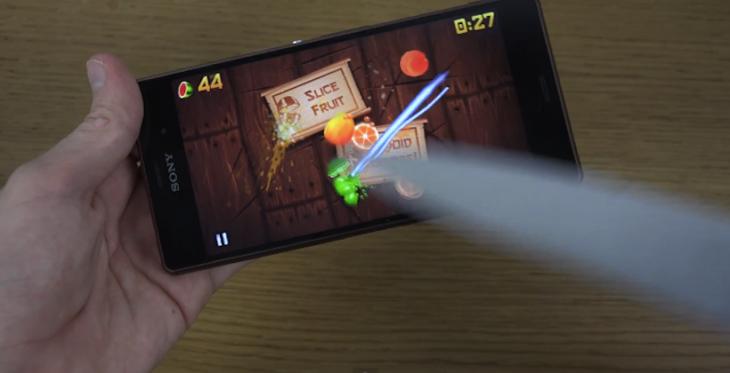 Jouez à Fruit Ninja sur le Sony Xperia Z3 avec un vrai couteau !