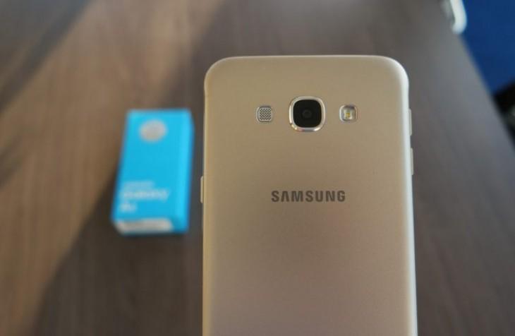 Samsung lance la gamme C, des téléphones moyens de gamme en métal